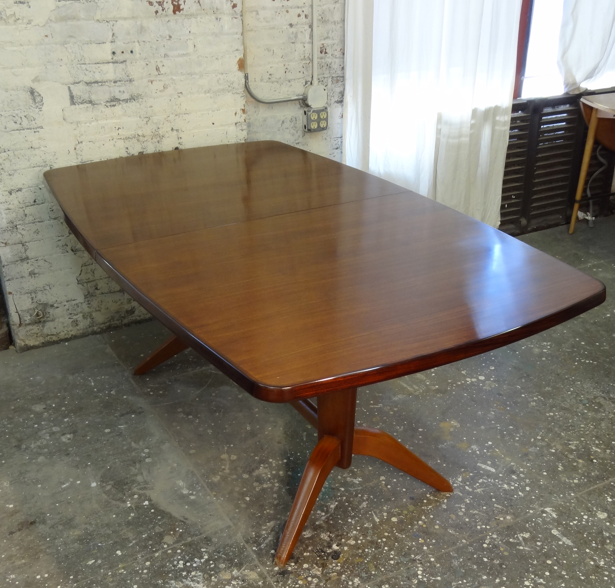 Thumbnail image for Extending Gordon Russell Dining Table